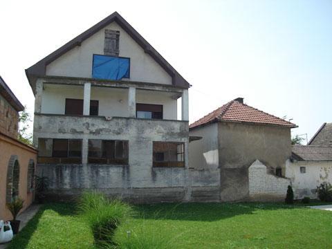 Dve kuće na placu