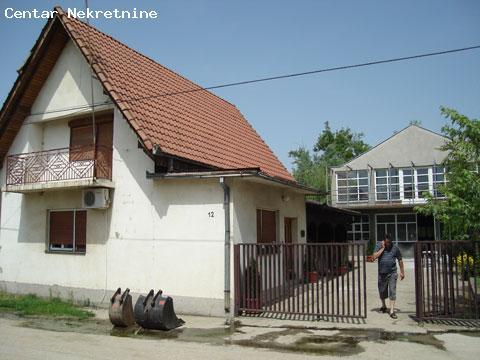 Kuća sa poslovnom halom