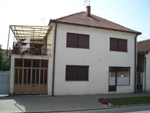 Spratna kuća u Inđiji