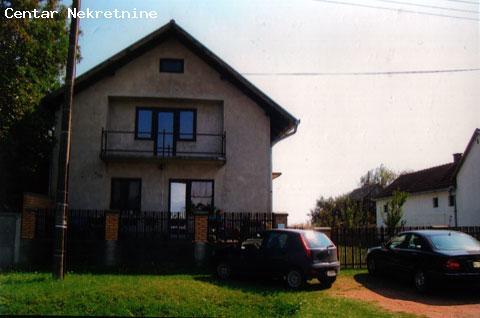 Spratna kuća u okolini Inđije