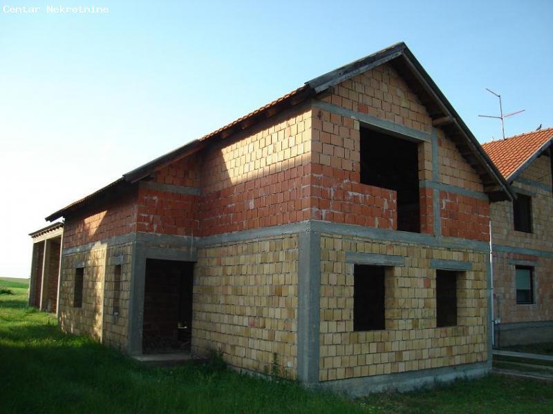 Nova nedovršena kuća u Indjiji