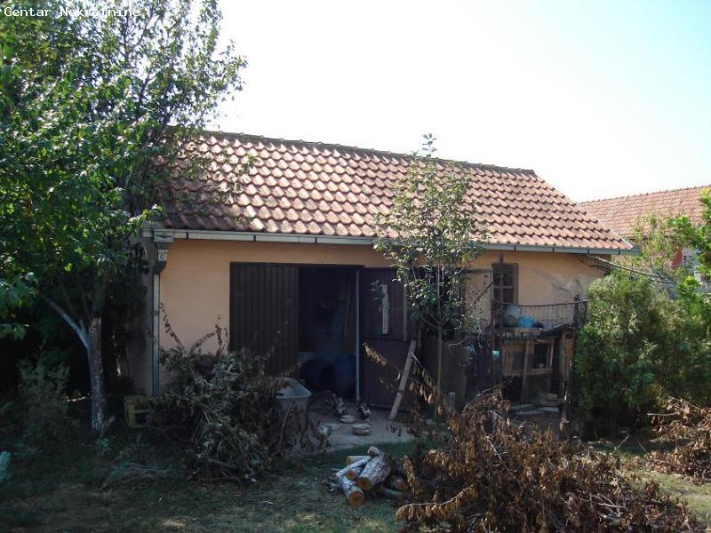 Kuća u Indjiji,plac 8 ari