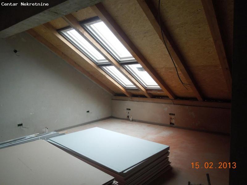 Stan u Indjiji oko 200 m2