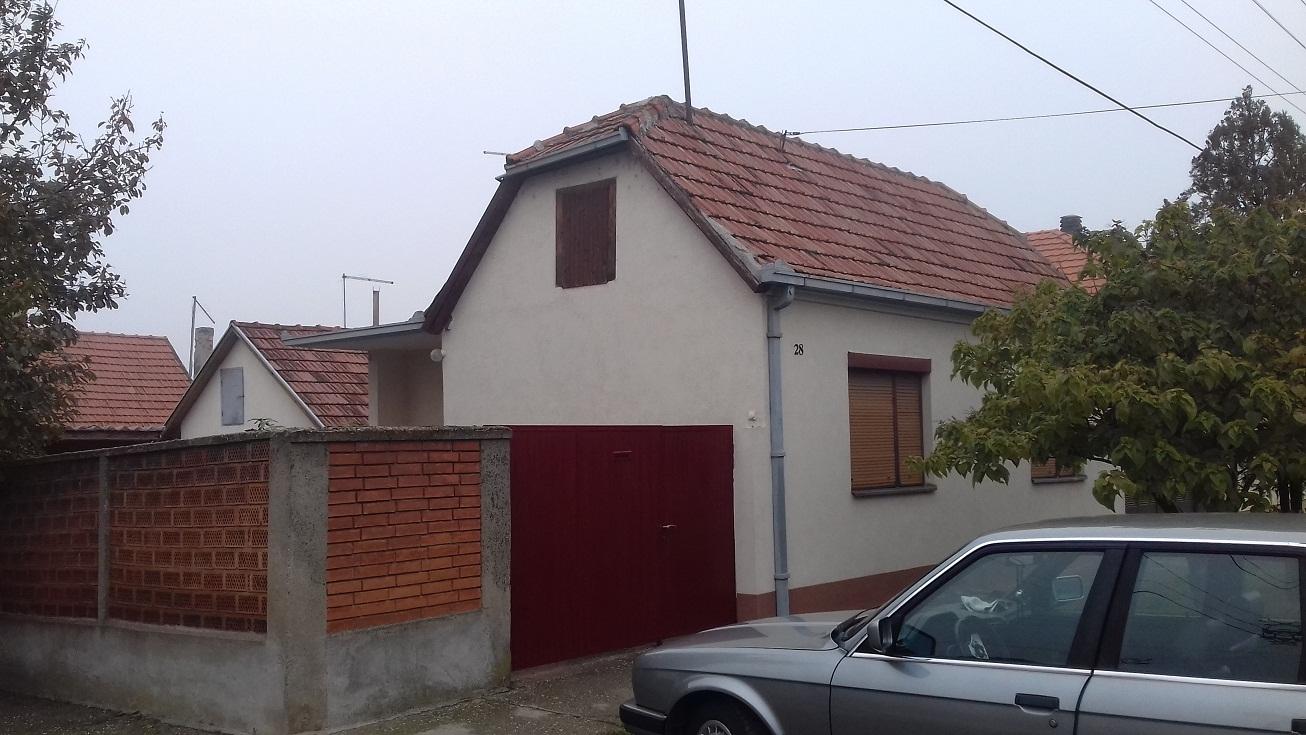 Prizemna kuća 85m2, Inđija plac 4 ara