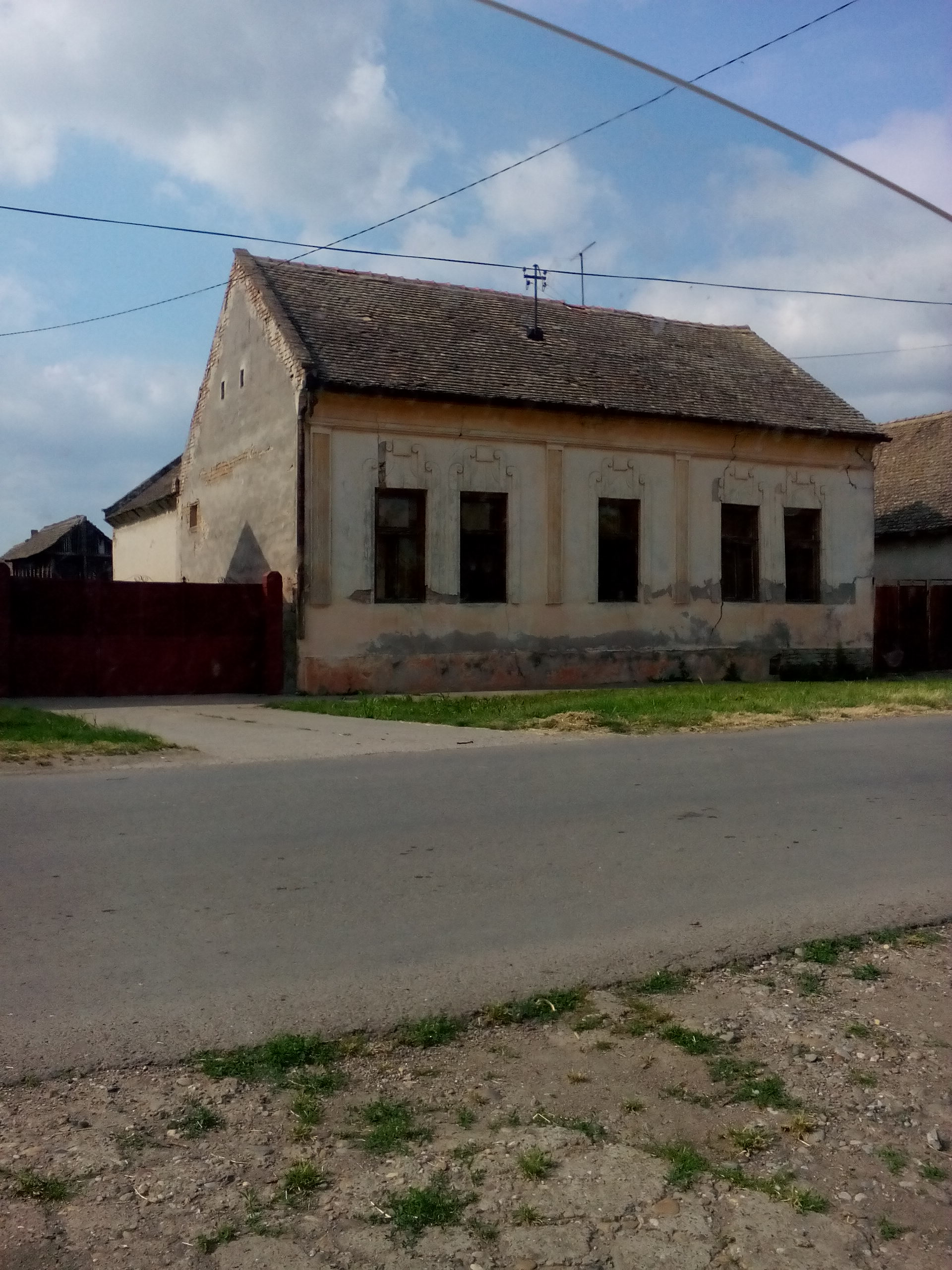 Prizemna kuća 131 m2, pomoćna zgrada 80 m2, Novi Karlovci