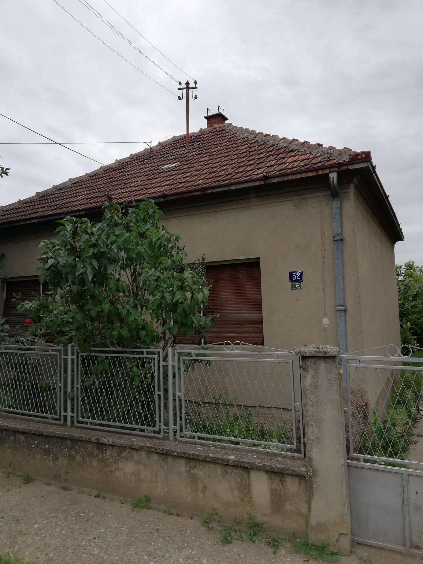 Prizemna kuća u Inđiji, plac 5 ari