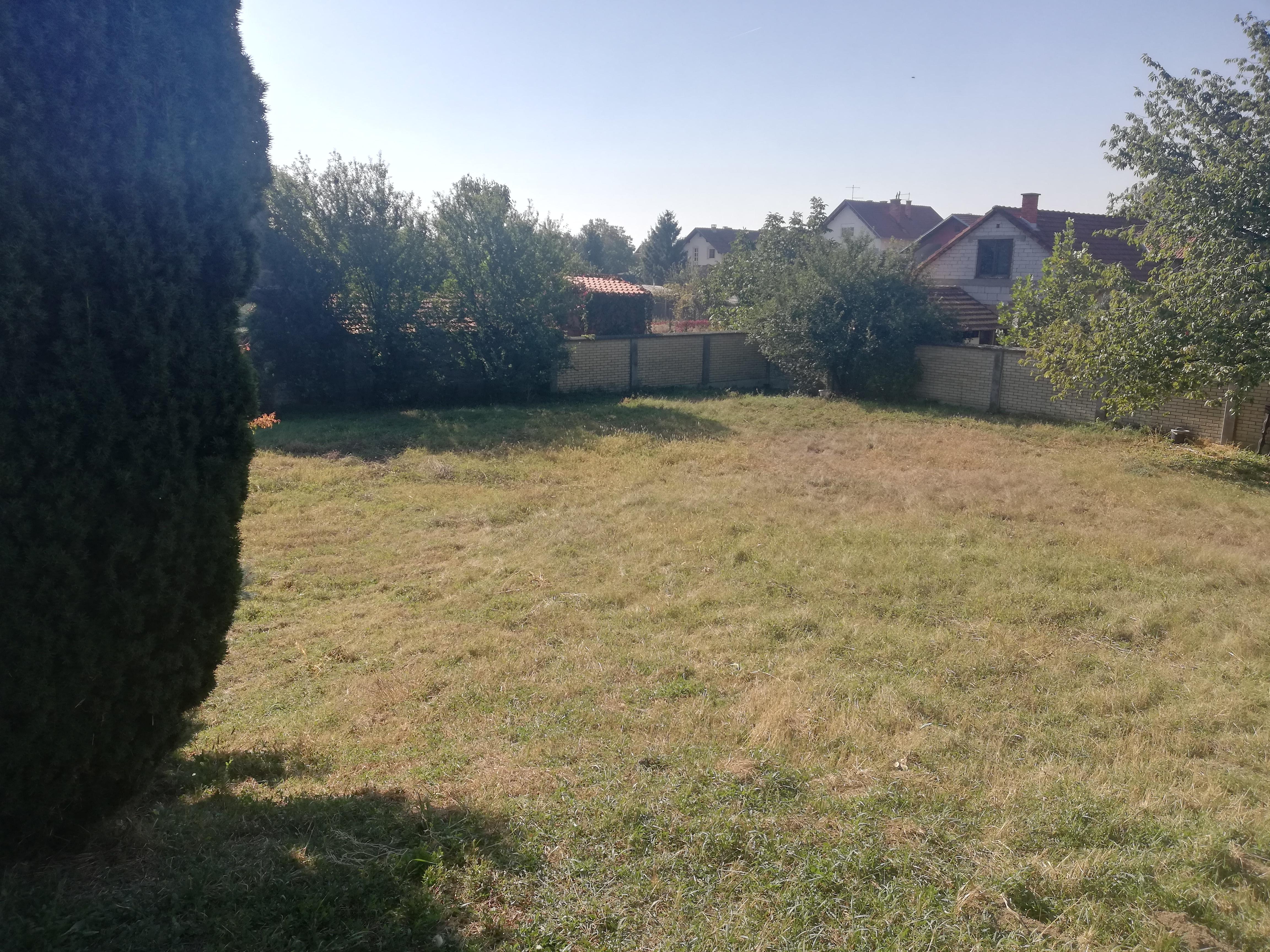 Kuća 300 m2, plac 18 ari, Inđija