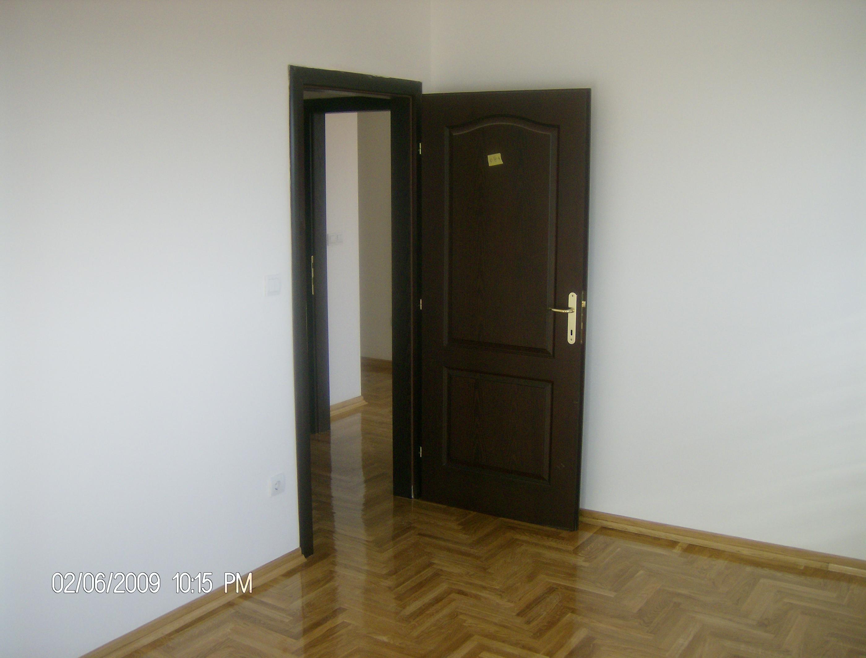 Trosoban stan 60 m2, centar Inđije, IV sprat