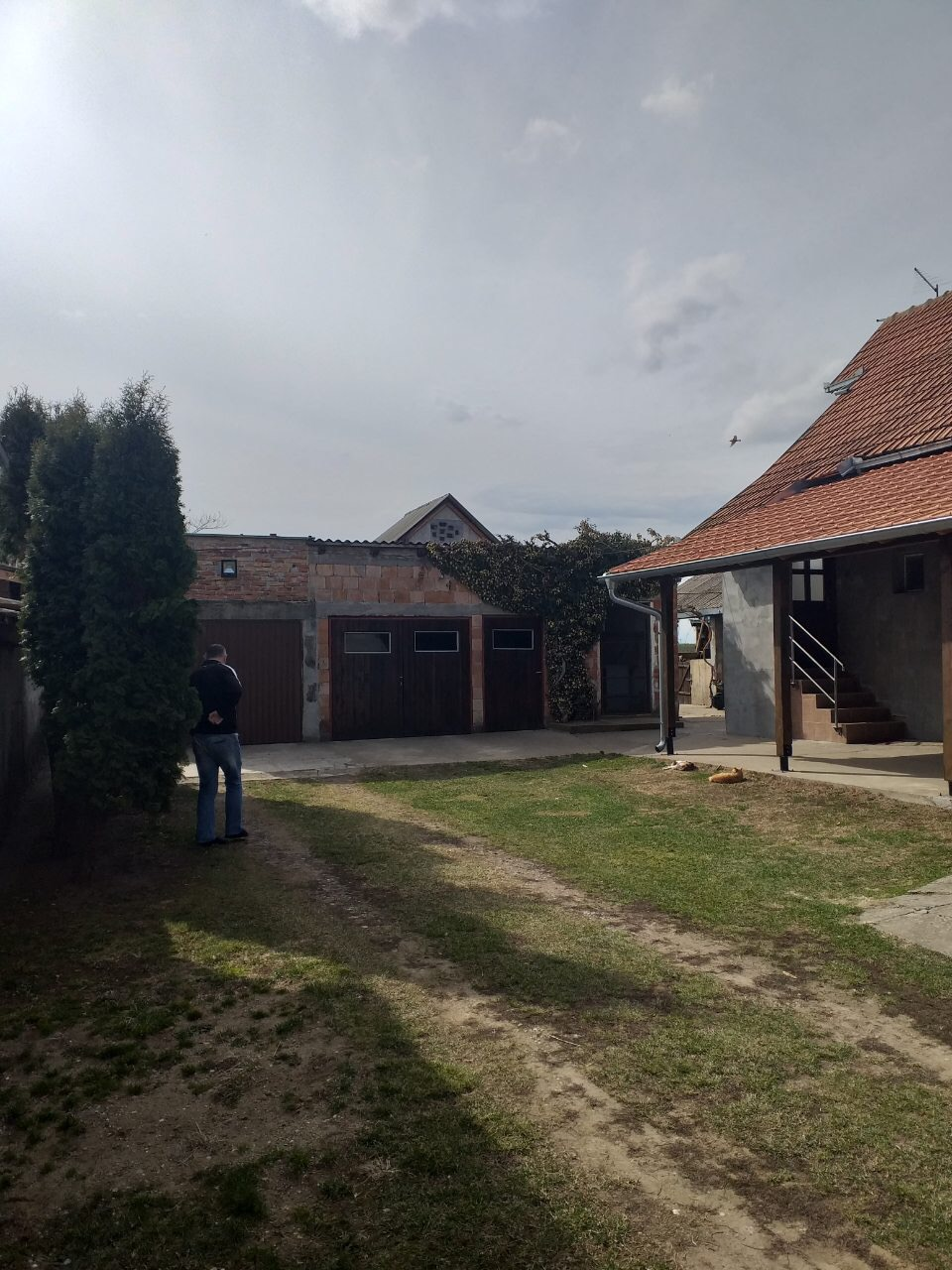 Kuća u Beški sa 4 stambene jedinice
