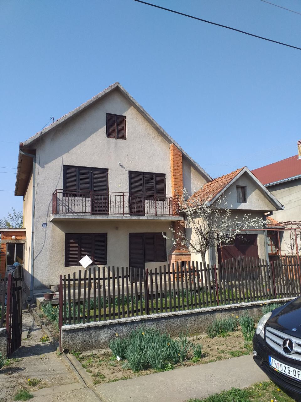 Spratna kuća na placu od 673 m2, Inđija