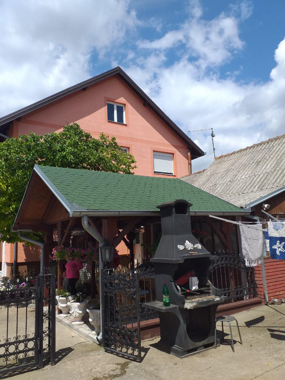 Kuća-extra 5km od Indjije, plac 60 ari
