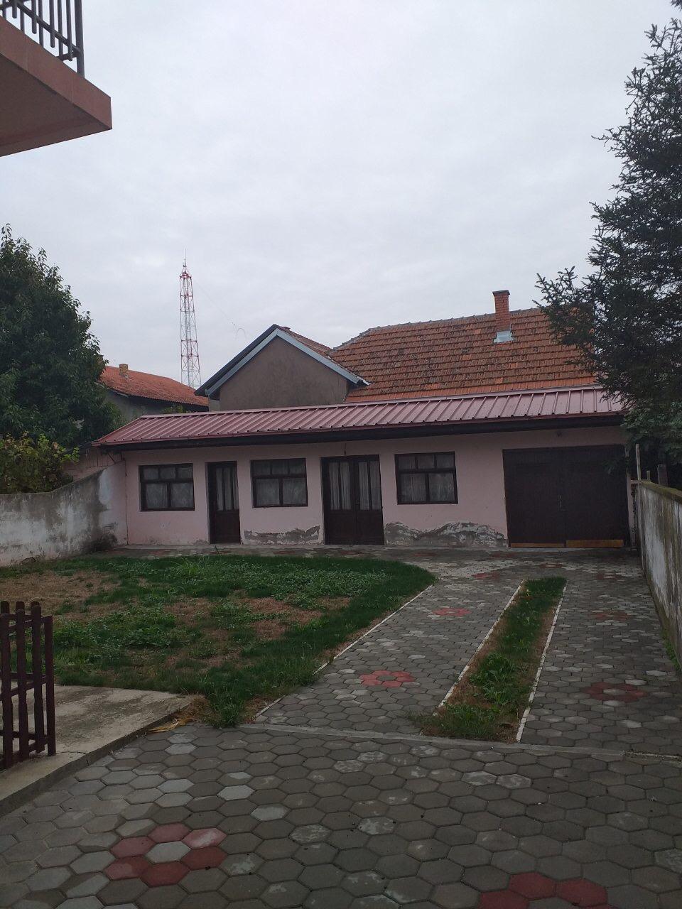 Novija sređena kuća u Inđiji