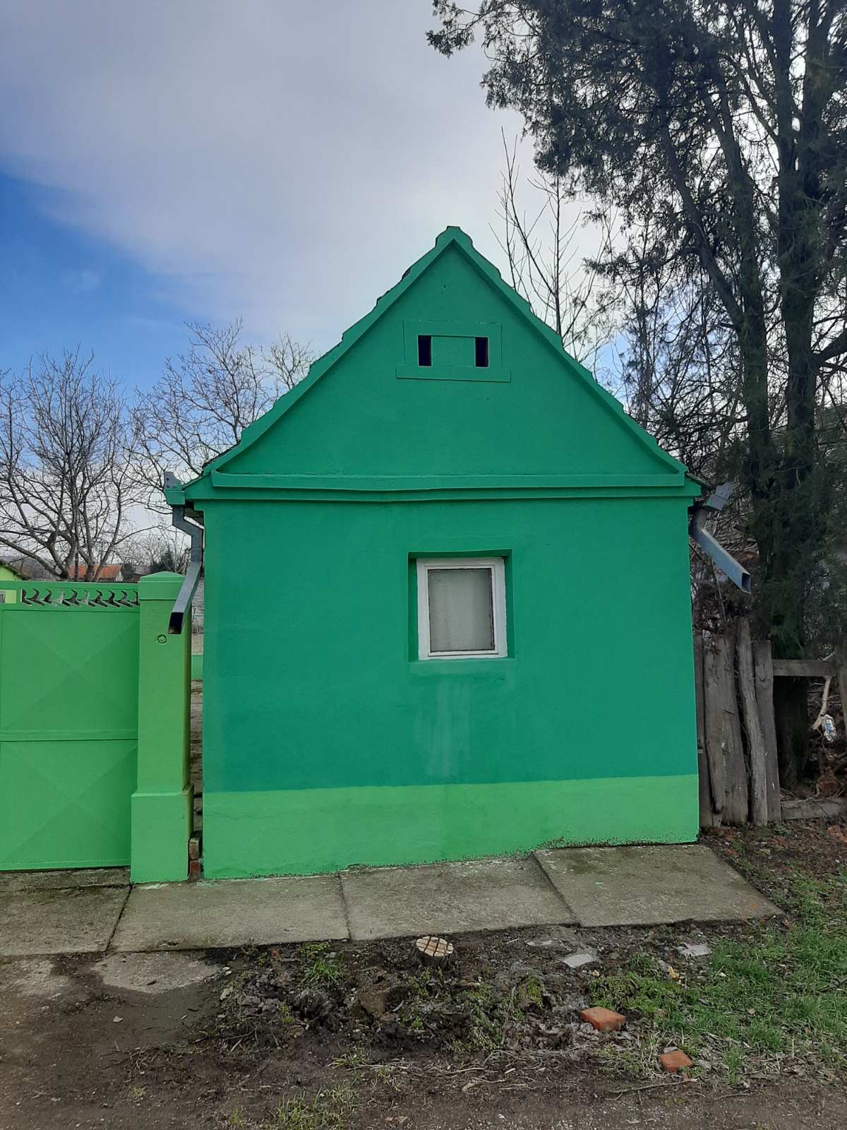Kuća sa pomoćnim objektima, Sl. Vinogradi, plac 25,50 ari