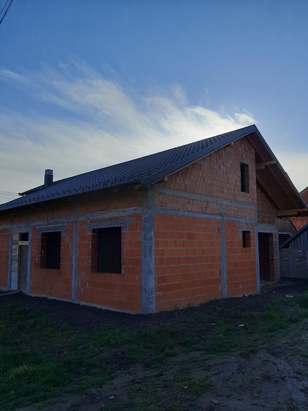 Nova nezavršena prizemna kuća  170 m2, plac 5 ari, Inđija