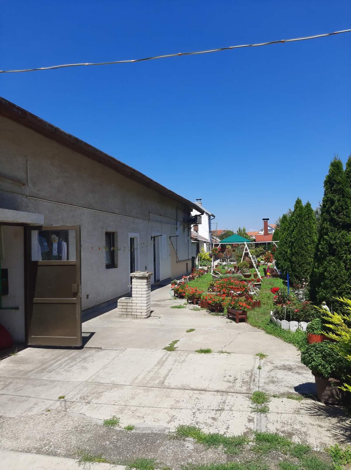 Stambeno – poslovni objekat, 260 m2, Nova Pazova