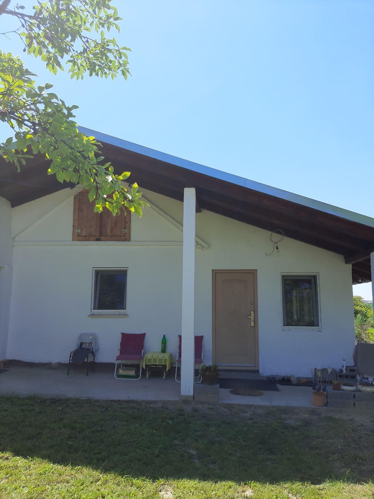 Extra vikendica 90 m2, na obali Dunava, uknjižena, Krčedin