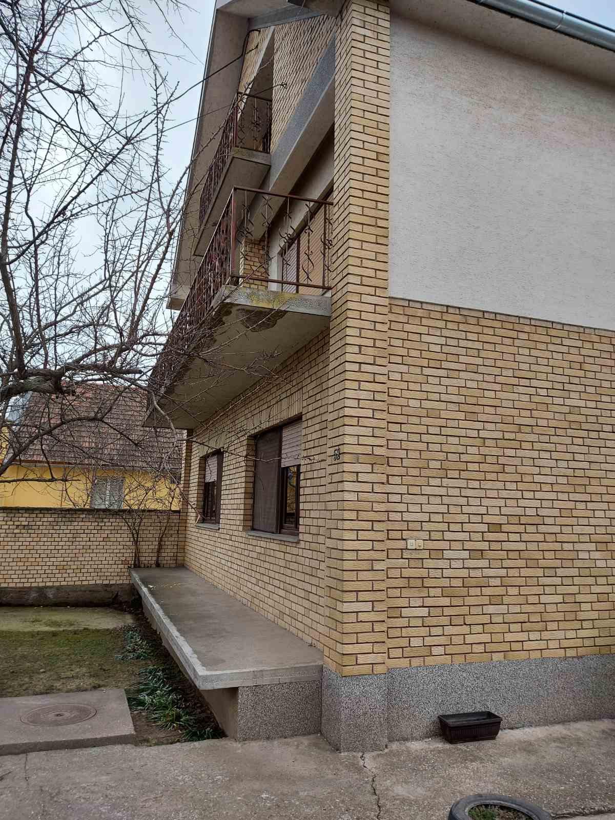 Spratna kuća 212 m2, Novi Karlovci, plac 834 m2