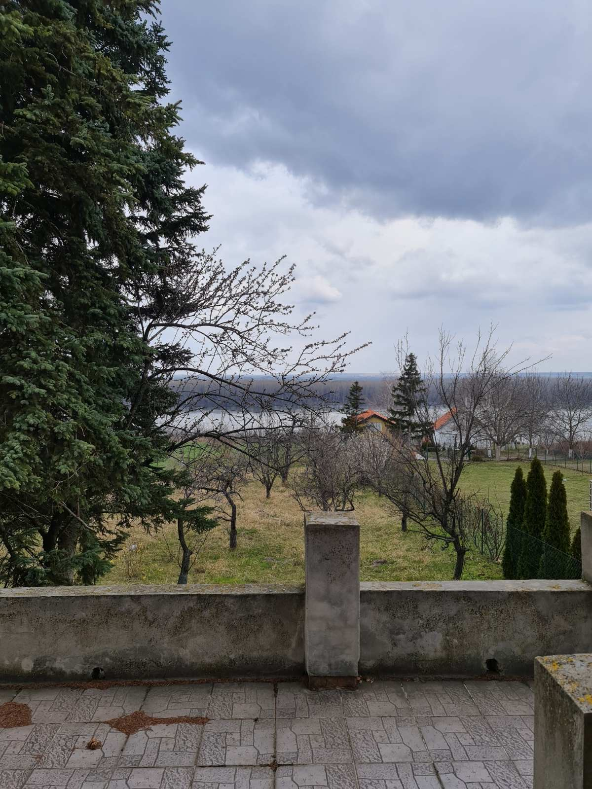 Vikendica sa potkrovljem, Krčedin, pogled na Dunav
