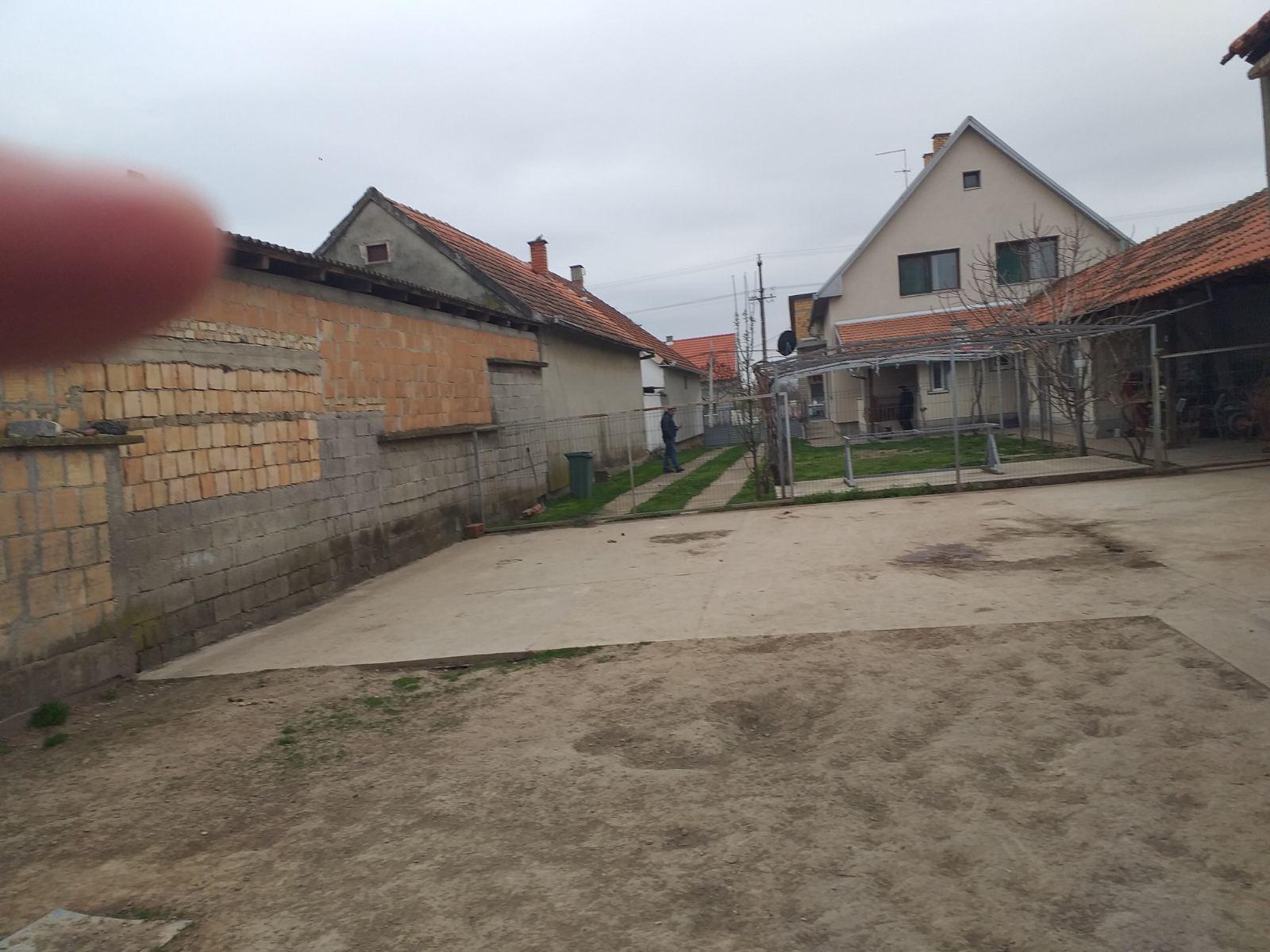 Nova kuća u Novom Slankamenu , Inđija, plac 15 ari
