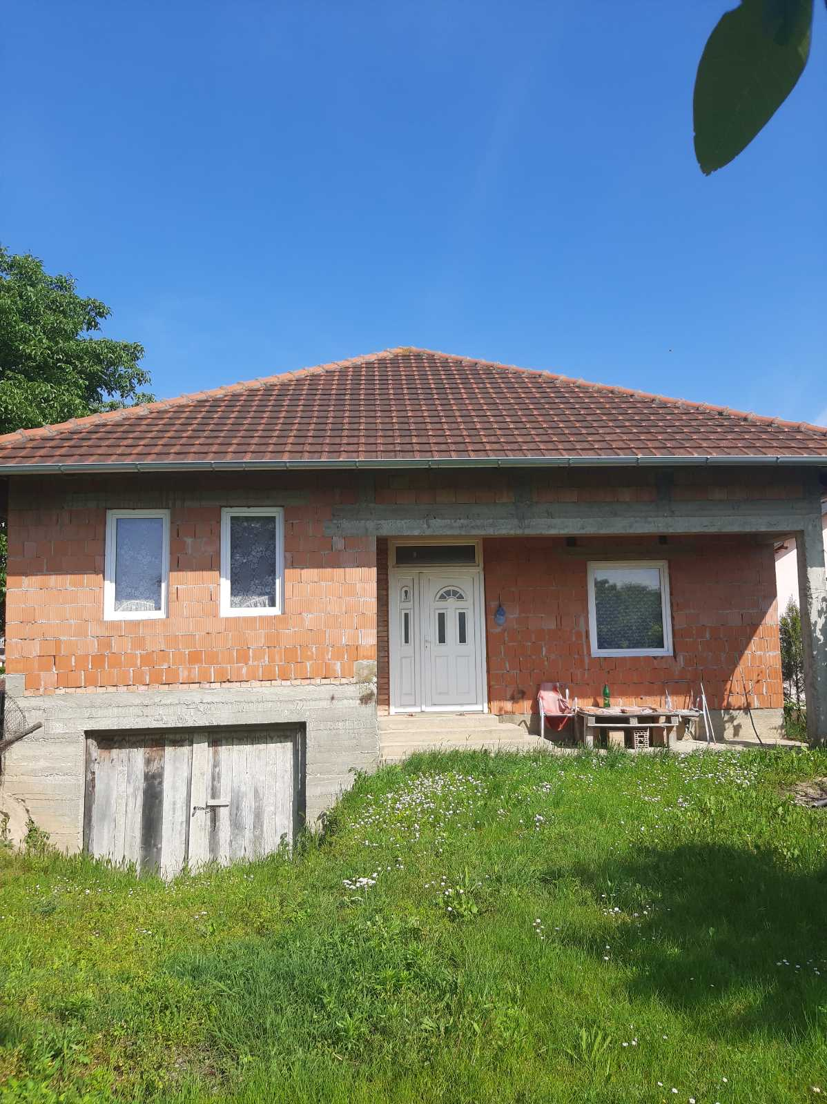 Nova uknjižena nedovršena kuća 150 m2, Krčevine, Inđija