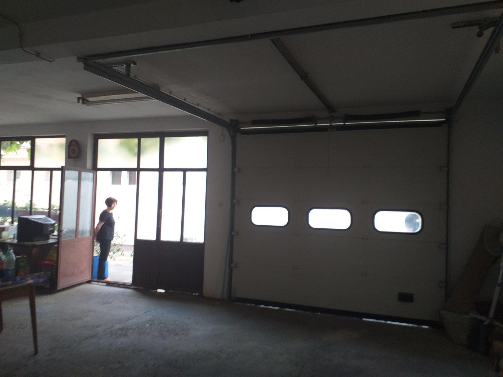 Exstra stambeno-poslovna zgrada, oko 600 m2, Inđija