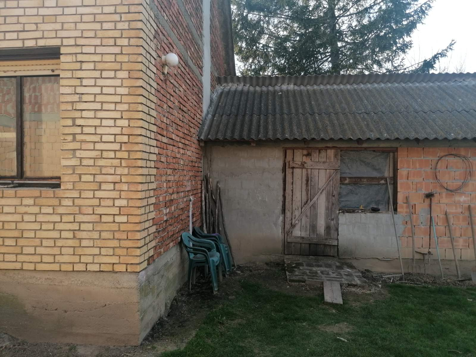 Novija manja Kuća u Krčedinu, plac 11 ari