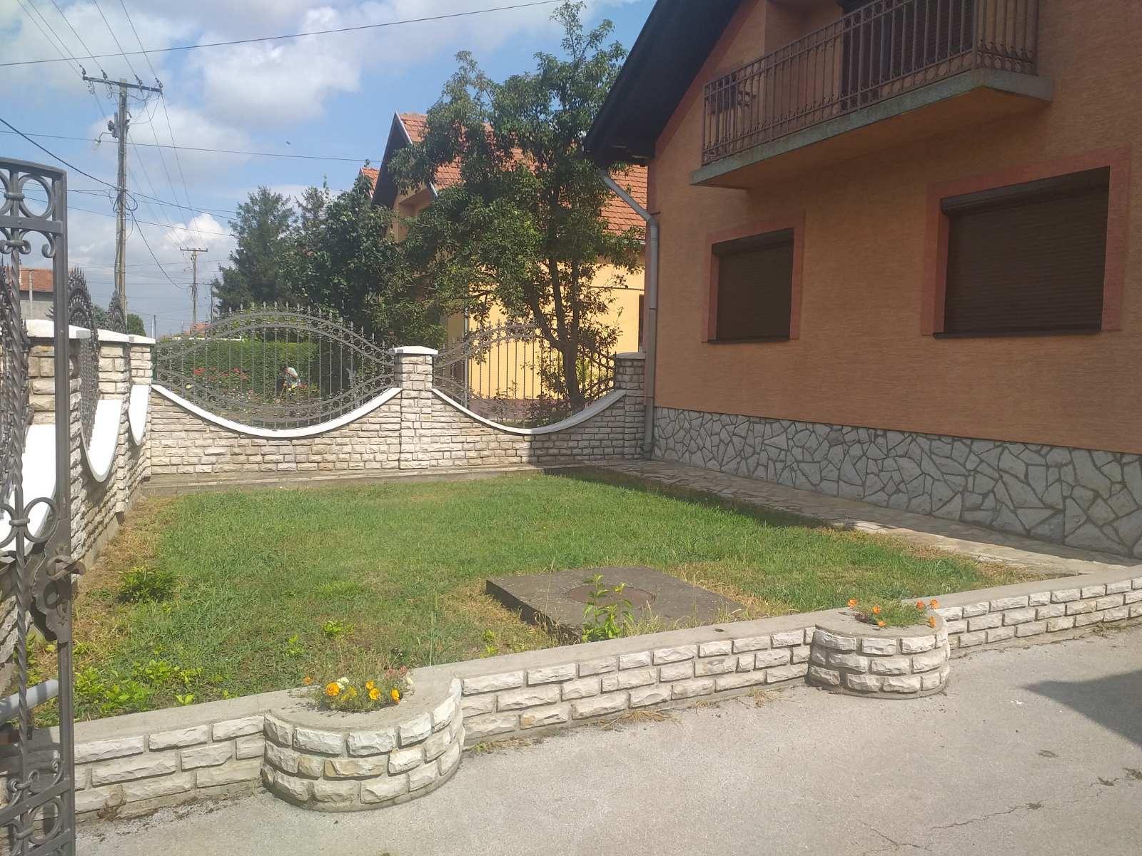 Extra kuća sa potkrovljem i radionicom, plac 25 ari